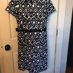 Alfani dress size 10 belt black/white print classy